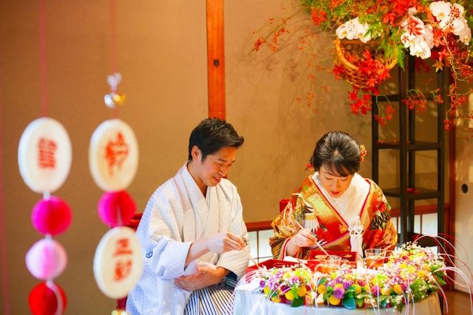 結婚式当日の最高の料理を最高のパートナーと一緒に食す嬉しいヒトトキ。