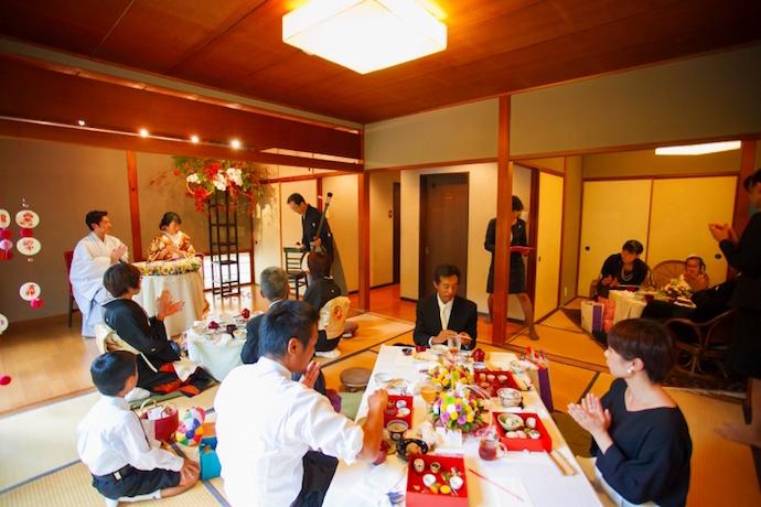 ゲストもふたりもリラックスしながら倖せな時を刻む祝会。
