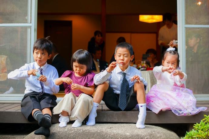 子供たちも楽しく喜び、シャボン玉に夢中。