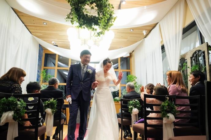 盛大な祝福の中新米夫婦として誕生できた瞬間