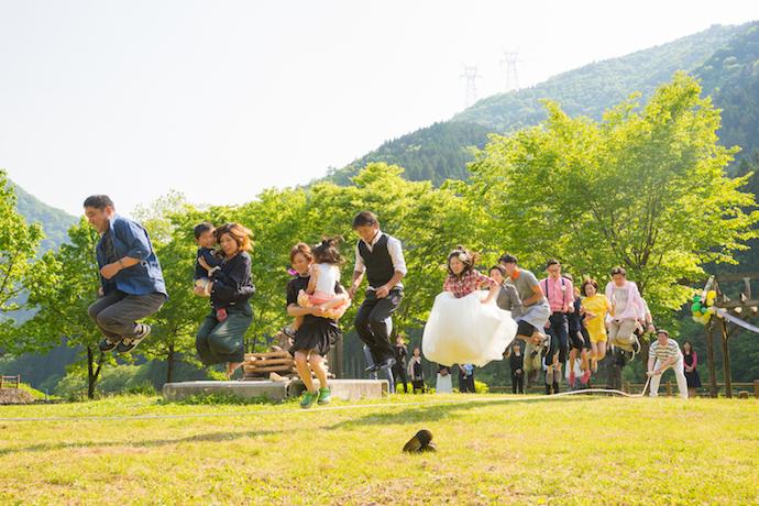 パーティー終盤は、ゲスト全員参加 大縄跳び大会。最高の盛りあがり。