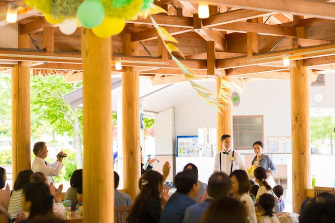 パーティーが和やかにスタートし、ゲストも一体感に包まれる。