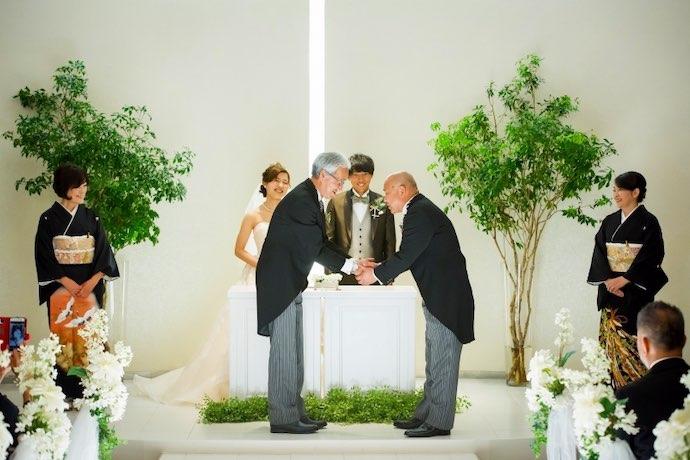 人前式中のご両家両親による『握手の儀』は、感動の瞬間!