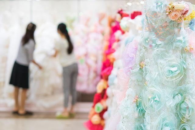 シックで大人っぽい和装からキュートで可愛いドレスまで幅広くご提案できます。